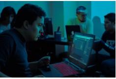Alumnos de la Licenciatura en Multimedia: Arte Digital y Medios Interactivos en clase de Mapping.