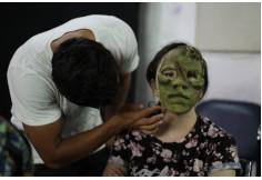 Alumnos del curso de Máscaras y Prótesis de Látex.